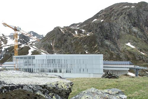 Mittelstation der neuen 3S-Bahn am Stubaier Gletscher