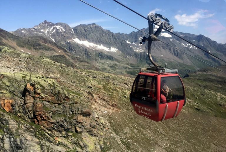 2 Stubaier Gletscherbahn Gondel