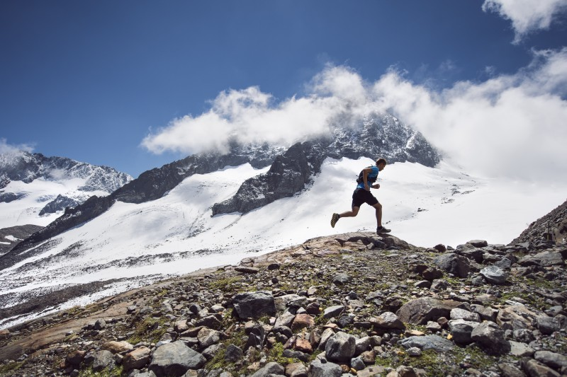 tvbstubaitirol - andreschoenherr - stubai ultratrail - gletscher