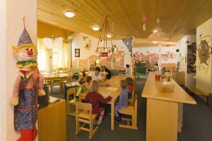 grosser-spielbereich-ski-kindergarten