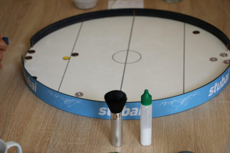 tischeishockey-2020-brett-puder-quaste