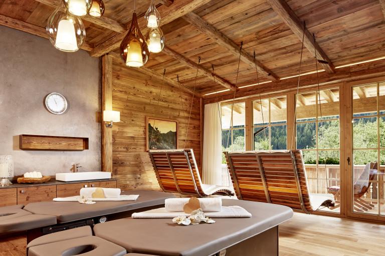 spa-hotel-jagdhof-euro-2016_spa-chalet_private-spa-suite-sommer_02-c-huber-fotografie