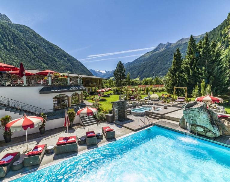 spa-hotel-jagdhof_freischwimmbecken_02-c-av-media