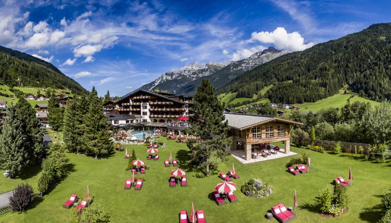 spa-hotel-jagdhof_panorama-aussenaufnahme_01-c-av-media
