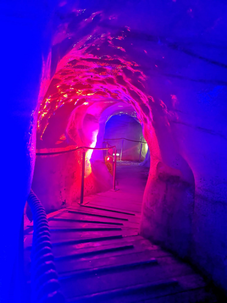 Eisgrotte_Stubaier Gletscher_Sommer-01