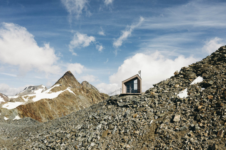 Schaufeljoch-Kapelle-Stubaier Gletscher-andreschoenherr-DJI_0429